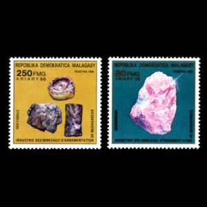Petrified wood and minerals on stamp of madagascar 1988